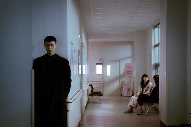 Thư Ký Kim lẫn Tầng Lớp Itaewon đều đầu voi đuôi chuột, Park Seo Joon tài năng nhưng vẫn thiếu 2% may mắn? - Ảnh 8.