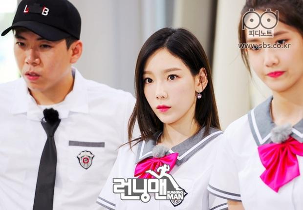 Taeyeon sương sương thử lại đồng phục cấp 3 ai ngờ viral khắp MXH: Jang Nara chắc phải nhường lại ngôi thánh hack tuổi - Ảnh 9.
