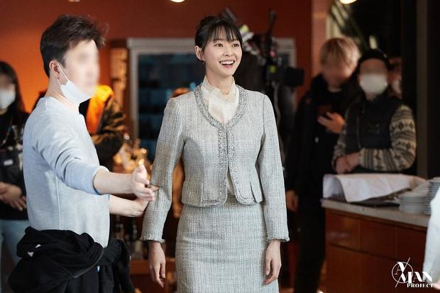 Bộ ảnh nữ phụ gây tranh cãi nhất Itaewon Class ở tập cuối: Visual bị ém bao lâu nay đã bung xoã, sống mũi như muốn đòi mạng fan - Ảnh 7.