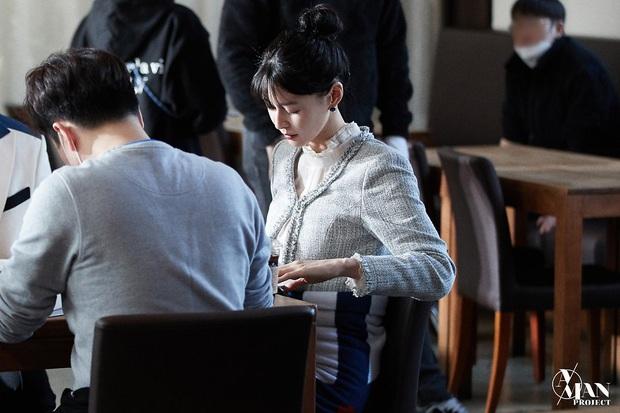 Bộ ảnh nữ phụ gây tranh cãi nhất Itaewon Class ở tập cuối: Visual bị ém bao lâu nay đã bung xoã, sống mũi như muốn đòi mạng fan - Ảnh 5.