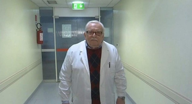 Bất chấp nguy cơ lây nhiễm cao, cựu bác sĩ Ý 85 tuổi vẫn quyết tâm trở lại tiền tuyến để chiến đấu chống dịch Covid-19 - Ảnh 2.