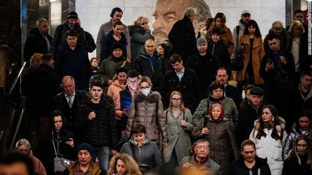CNN: Tại sao Nga có tới 146 triệu dân nhưng chỉ 0,0001% người nhiễm bệnh giữa cơn bão Covid-19 đang càn quét khắp châu Âu? - Ảnh 3.