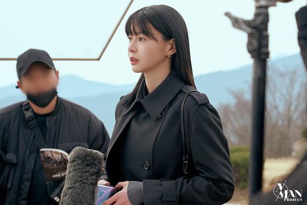 Bộ ảnh nữ phụ gây tranh cãi nhất Itaewon Class ở tập cuối: Visual bị ém bao lâu nay đã bung xoã, sống mũi như muốn đòi mạng fan - Ảnh 10.