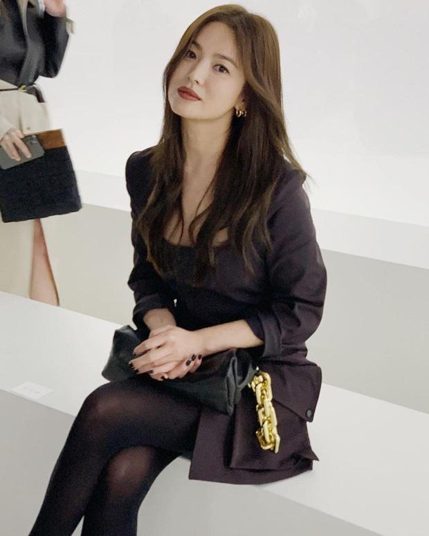 1 tháng trở về từ tâm dịch nước Ý, Song Hye Kyo cuối cùng đã lộ diện với nhan sắc thật gây xôn xao và dấu hiệu đáng mừng - Ảnh 5.
