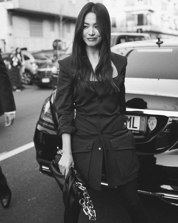1 tháng trở về từ tâm dịch nước Ý, Song Hye Kyo cuối cùng đã lộ diện với nhan sắc thật gây xôn xao và dấu hiệu đáng mừng - Ảnh 3.
