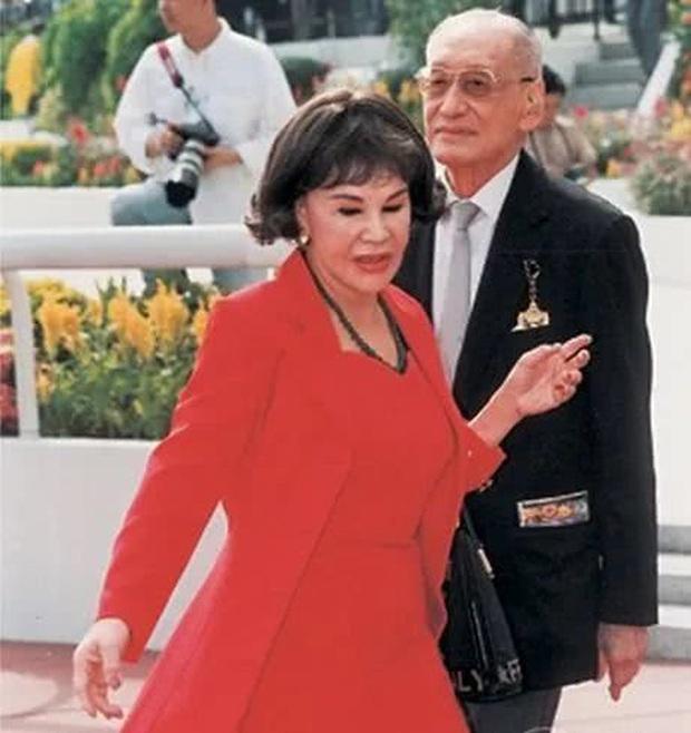 Thảm họa thẩm mỹ Hong Kong Hoàng Hạ Huệ: Cả đời chiêu trò, dao kéo níu kéo đại gia và cái kết bất ngờ tuổi xế chiều - Ảnh 7.