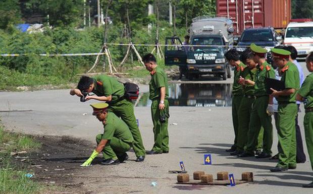 Thanh niên dùng roi điện tấn công nữ tài xế Grab rồi cướp xe trước căn biệt thự ở Sài Gòn - Ảnh 1.