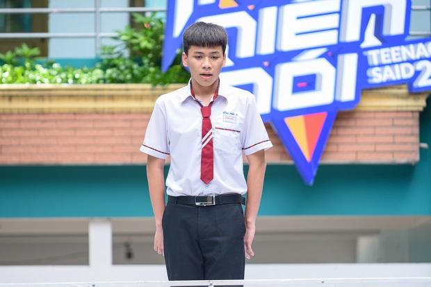 Dù không được bố chấp nhận, nam sinh lớp 11 dũng cảm come out trước cả trường và trên sóng truyền hình - Ảnh 2.
