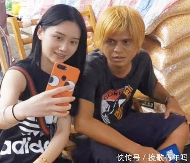 Những hiện tượng MXH hot vì giống sao Cbiz: Nhiệt Ba bán xiên que, Trương Quốc Vinh lái xe bus, đặc biệt nhất là La Chí Tường - Ảnh 5.
