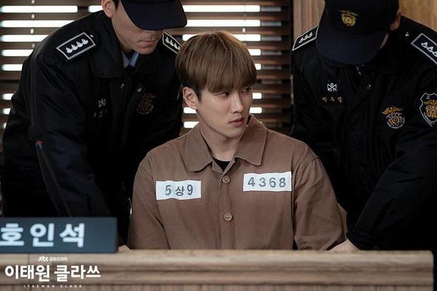 5 câu hỏi ơ kìa sau khi xem xong Tầng Lớp Itaewon: Số phận bố của họ Jang ra sao, nam thần Sehun của tui đâu? - Ảnh 8.