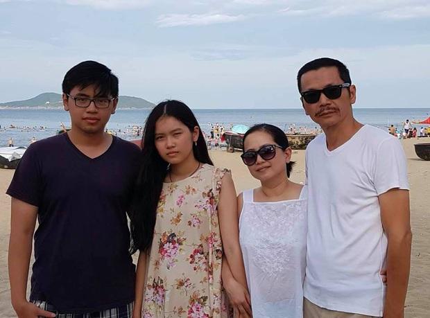 NSND Trung Anh thở phào khi con trai là du học sinh trở về: Về đến Việt Nam là may rồi con ạ! - Ảnh 1.