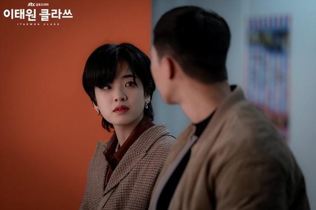 4 điểm độc nhất chỉ có ở Tầng Lớp Itaewon: Park Seo Joon xuyên không tới 3 lần, nữ phụ át vía luôn cả đôi chính - Ảnh 4.