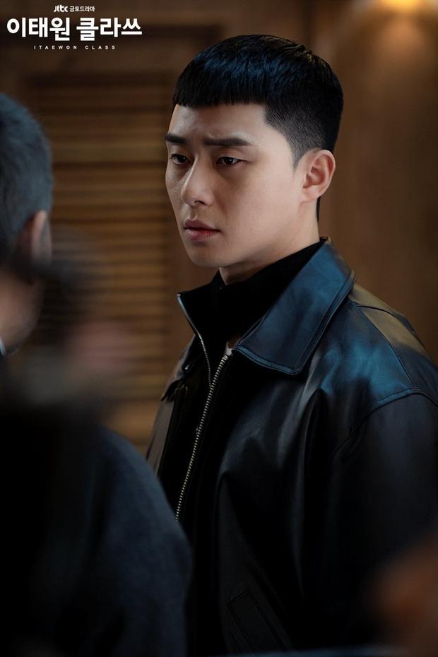 4 điểm độc nhất chỉ có ở Tầng Lớp Itaewon: Park Seo Joon xuyên không tới 3 lần, nữ phụ át vía luôn cả đôi chính - Ảnh 2.