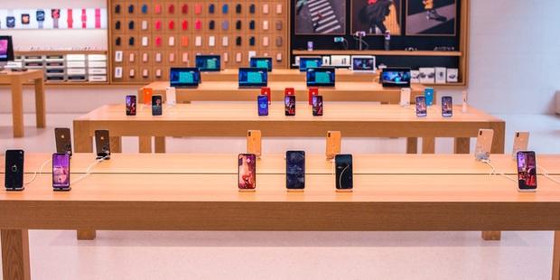 Đen đủi mang iPhone đến Apple Store trước và trong mùa dịch: Mọi khách hàng đều không có cách nào để lấy lại đồ - Ảnh 1.