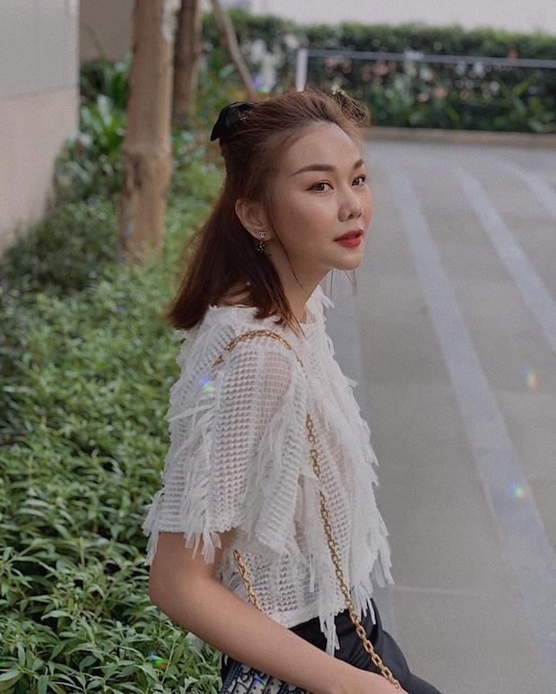 Hoàng Thùy Linh và Ngô Thanh Vân đều chọn kiểu tóc hack tuổi đơn giản mà xinh ai cũng có thể học theo - Ảnh 3.
