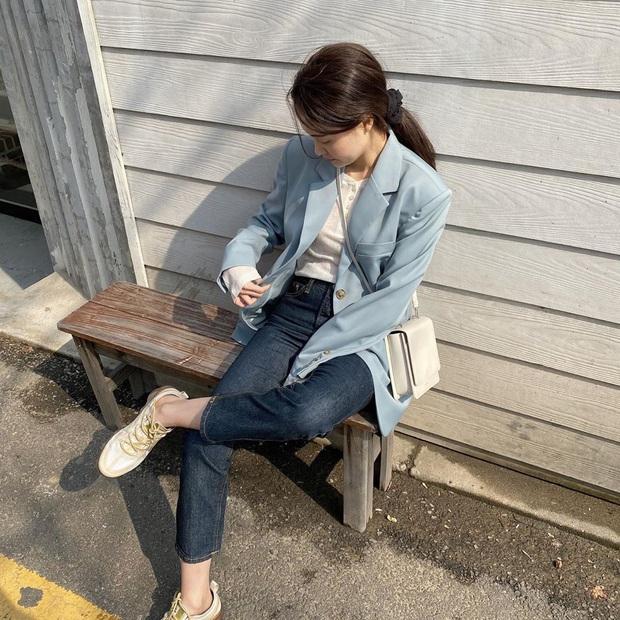 Blazer + Jeans: Nàng công sở sẽ chẳng bao giờ mặc xấu nếu biết thêm cách kết hợp giày dép này - Ảnh 6.