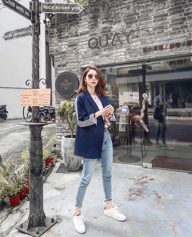Blazer + Jeans: Nàng công sở sẽ chẳng bao giờ mặc xấu nếu biết thêm cách kết hợp giày dép này - Ảnh 7.