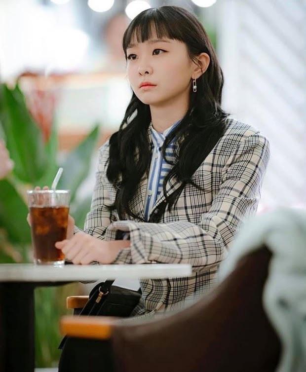 4 tạo hình gây tranh cãi trên phim châu Á thiếu sao được kiểu tóc lộ má bánh bao của điên nữ Kim Da Mi - Ảnh 6.