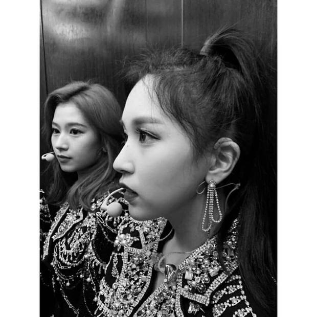 Lâu lắm mới lộ diện, mỹ nhân nước mắt kim cương Mina (TWICE) gây bão với mái tóc mới: Đúng là visual shock của Kpop! - Ảnh 15.