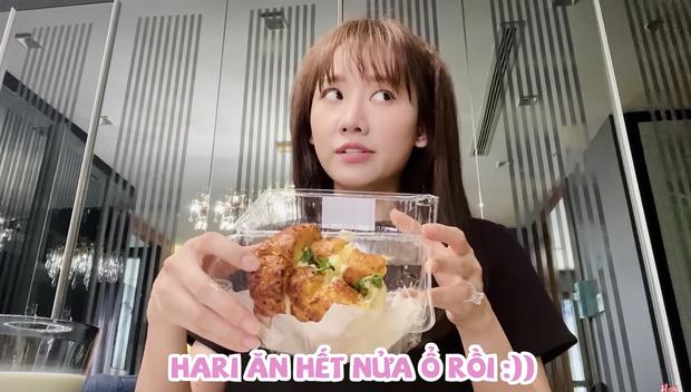 Mua món bánh mì đang cực hot về review nhưng vì quá thèm nên Hari Won đã ăn luôn trên đường đi - Ảnh 2.