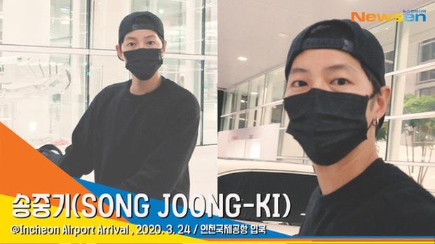 Song Joong Ki chính thức lộ diện tại sân bay, cùng ekip 100 người cách ly 2 tuần sau khi từ Nam Mỹ về vì đại dịch - Ảnh 2.