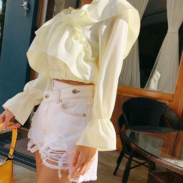 """Kiểu áo """"bánh bèo động trời"""" được gái Hàn xem như chân ái, mix đồ hiện đại mà không thắm mới hay - Ảnh 8."""