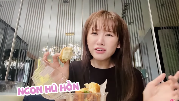 Mua món bánh mì đang cực hot về review nhưng vì quá thèm nên Hari Won đã ăn luôn trên đường đi - Ảnh 6.