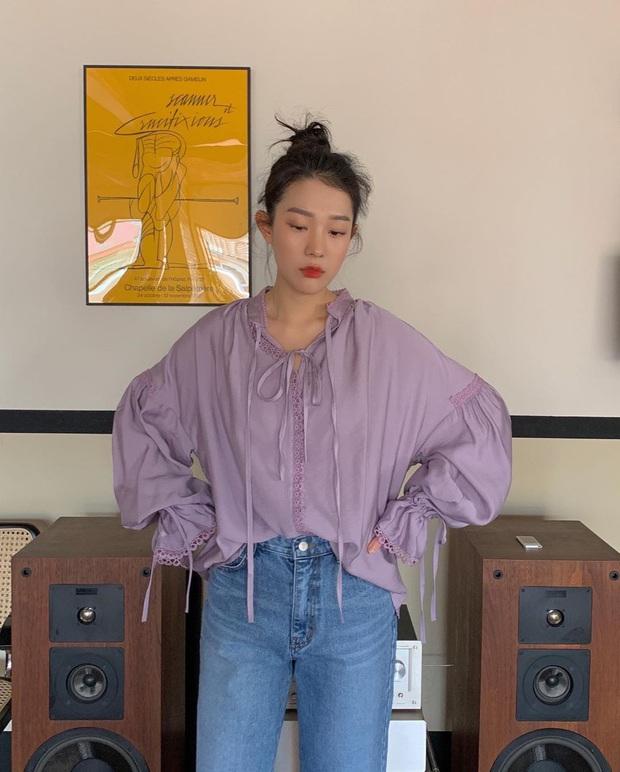"""Kiểu áo """"bánh bèo động trời"""" được gái Hàn xem như chân ái, mix đồ hiện đại mà không thắm mới hay - Ảnh 9."""