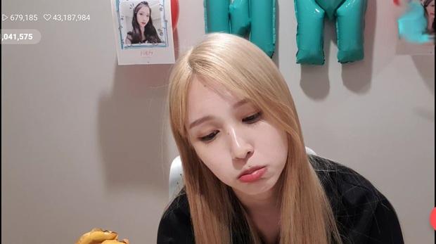 Lâu lắm mới lộ diện, mỹ nhân nước mắt kim cương Mina (TWICE) gây bão với mái tóc mới: Đúng là visual shock của Kpop! - Ảnh 6.