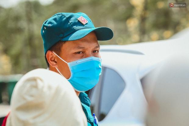 Người cách ly ở KTX âm thầm mua sữa tặng các anh dân quân tự vệ để cảm ơn vì ngày đêm chuyển hàng viện trợ - Ảnh 6.
