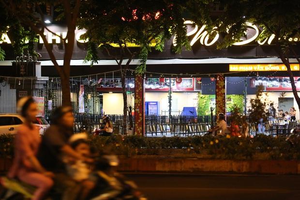 Nhà hàng, phòng gym, salon tóc, quán nhậu,... ở Sài Gòn đồng loạt đóng cửa theo chỉ thị để phòng dịch Covid-19 - Ảnh 15.