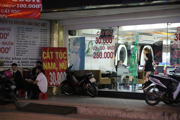 Nhà hàng, phòng gym, salon tóc, quán nhậu,... ở Sài Gòn đồng loạt đóng cửa theo chỉ thị để phòng dịch Covid-19 - Ảnh 7.
