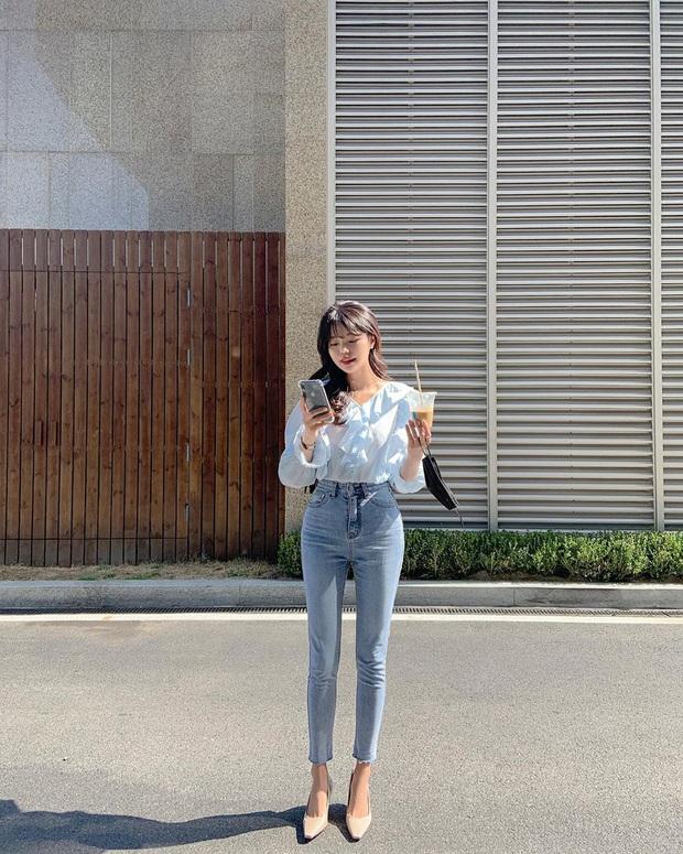 """Kiểu áo """"bánh bèo động trời"""" được gái Hàn xem như chân ái, mix đồ hiện đại mà không thắm mới hay - Ảnh 11."""