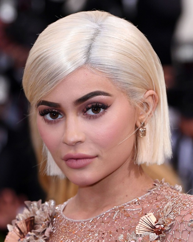 Ở nhà triền miên, tỷ phú sexy nhất Hollywood Kylie Jenner vẫn gây bão MXH vì lột xác sau khi cắt phăng mái tóc dài - Ảnh 5.