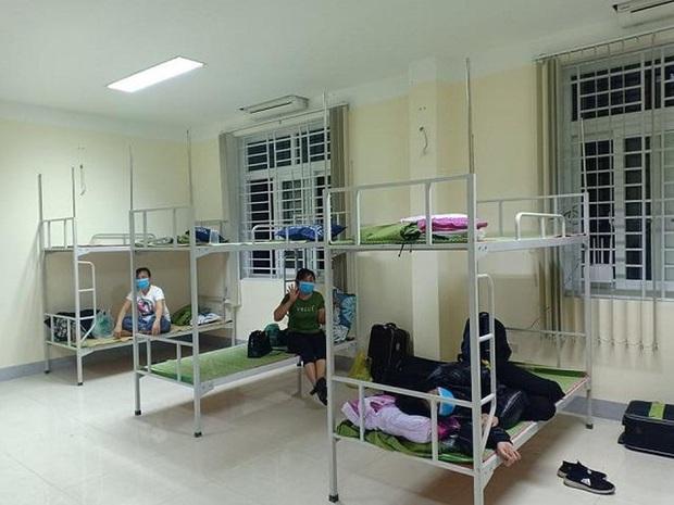 Cách ly 7 người Hà Tĩnh tiếp xúc gần với bệnh nhân số 122 - Ảnh 1.