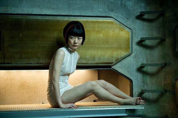 Nữ hoàng cảnh nóng Bae Doona: Siêu sao đẳng cấp Hollywood không ngại đóng vai phụ, chuyên trị phim 18+ nhưng không tục - Ảnh 4.