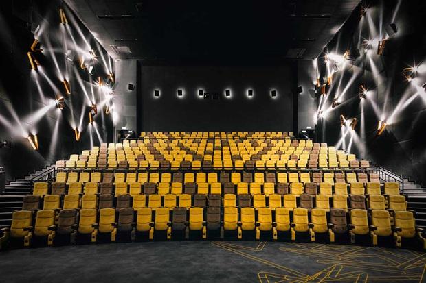 Hơn 500 rạp phim ở Trung Quốc mở trở lại, tái chiếu toàn bom tấn thế giới sau ảnh hưởng của COVID-19 - Ảnh 1.