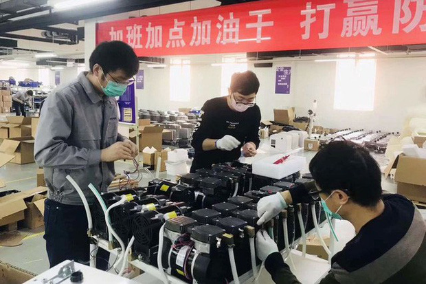 Thiết bị máy thở đang được cả thế giới săn lùng: Hàng Made in China lên ngôi, có nước mang cả máy bay quân sự đến tận Trung Quốc mua hàng - Ảnh 1.