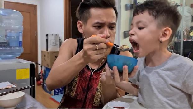 """Lươn lẹo khi chưa làm được video mới, nhưng Độ Mixi lại khiến fan cười bò khi biết cuộc sống của minh như thế nào khi đã trở thành """"bố trẻ con"""" - Ảnh 6."""