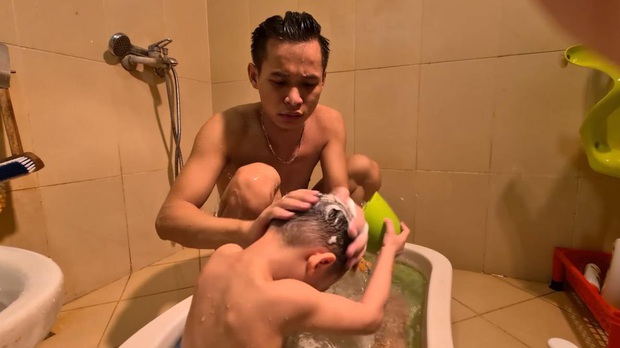 """Lươn lẹo khi chưa làm được video mới, nhưng Độ Mixi lại khiến fan cười bò khi biết cuộc sống của minh như thế nào khi đã trở thành """"bố trẻ con"""" - Ảnh 7."""
