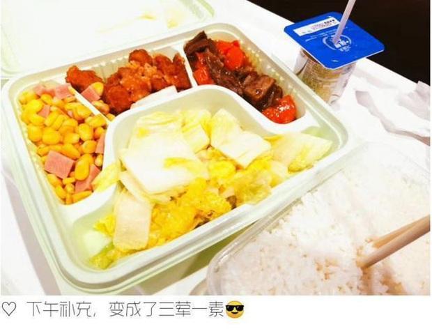 Dân mạng quốc tế thi nhau khoe bữa ăn cách ly cực xịn sò của các nước trong mùa Covid-19 - Ảnh 13.
