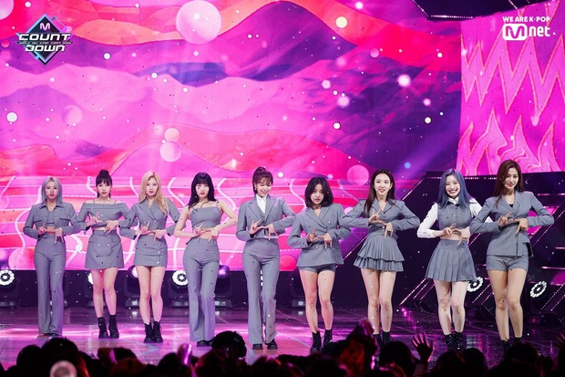 Điểm danh 17 outfit biểu diễn của hội idol bị netizen Hàn ghét cay ghét đắng, đến Black Pink cũng dính chưởng - Ảnh 5.