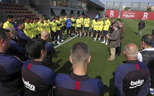 Messi và đồng đội lật mặt nhanh như bánh tráng, mới hôm trước cam kết giảm lương nay đã từ chối lời đề nghị của CLB - Ảnh 1.