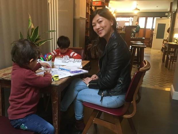 Hiện tượng mạng Cô bé Hmong giỏi tiếng Anh được tặng hoa cảm ơn vì tham gia chăm sóc bệnh nhân Covid-19 tại Bỉ - Ảnh 3.