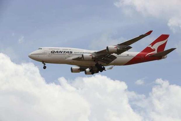 COVID-19 lan rộng, Australia ban hành lệnh cấm ra nước ngoài - Ảnh 1.
