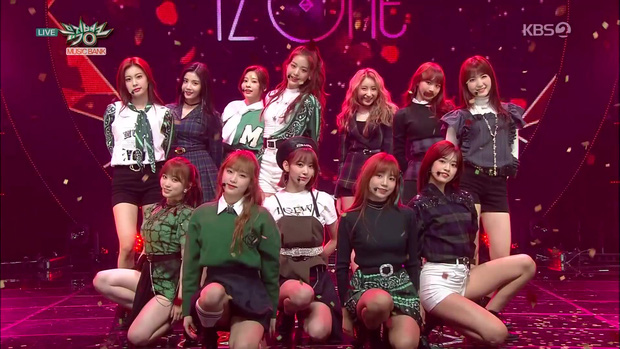 Điểm danh 17 outfit biểu diễn của hội idol bị netizen Hàn ghét cay ghét đắng, đến Black Pink cũng dính chưởng - Ảnh 13.