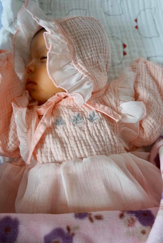 Con gái Jennifer Phạm mới 2 tháng tuổi đã lộ rõ visual cực tiềm năng: Dự sẽ thành tiểu mỹ nhân Vbiz đây! - Ảnh 3.