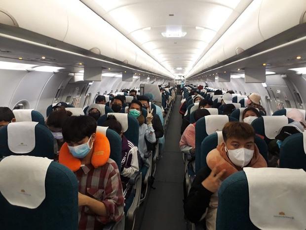 Vietnam Airlines chở công dân Việt Nam từ Philippines về nước an toàn - Ảnh 3.