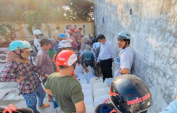 Thủy Tiên khánh thành trạm lọc nước đầu tiên cho 4000 dân tại Bến Tre, tiếp tục kêu gọi bà con miền Tây lên tiếng - Ảnh 7.