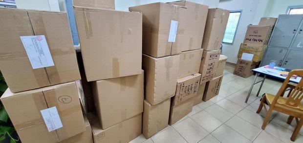 Bắt người nước ngoài buôn lậu khẩu trang y tế khủng ở Sài Gòn - Ảnh 2.